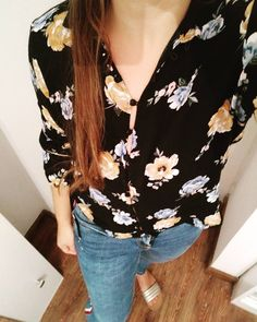 Primavera = 🌺🌸🌼 . . . . #ootd #mylook #picoftheday #flowers #floralprint #lookdeldia #casualoutfit #stylegram #fashion #fielconmiestilo Estilo Floral, Floral Tops, Floral Prints, Ootd, Casual Outfits, Instagram, Women, Style, Fashion