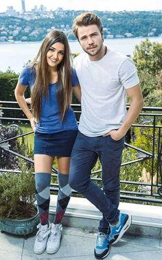 Great looks Hande Erçel 😍 Cute Love Couple, Cute Couple Quotes, Beautiful Couple, Turkish Fashion, Turkish Beauty, Murat And Hayat Pics, Prity Girl, Bmw Girl, Drama