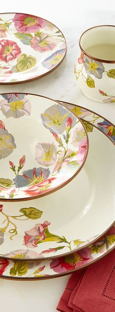 Beautiful Dinnerware Pattern for Spring