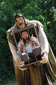 He did a similar one with bumble and the prospector from Rudolph.for Halloween though Costume Halloween, Creative Halloween Costumes, Diy Halloween Decorations, Cool Costumes, Halloween Crafts, Cosplay Costumes, Halloween Party, Illusion Costumes, Stilt Costume