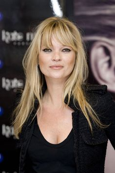 Kate Moss: Hair Style File Probably my most favorite Kate Moss hairstyle.<br> From elfin crops to her ubiquitous loose waves, see Kate Moss's most memorable hair looks Long Thin Hair, Long Hair With Bangs, Thin Hair Bangs, Long Curly, Curly Hair, Cabelo Kate Moss, Hairstyles With Bangs, Pretty Hairstyles, Celebrity Hairstyles