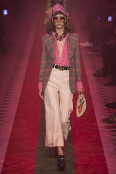 Gucci Spring 2017 Ready-to-Wear Fashion Show - Maria Zakrzewska