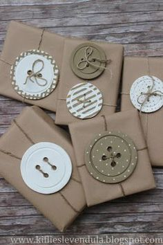 Kifli és levendula: Gombdíszek More gift packaging Creative Gift Wrapping, Wrapping Ideas, Creative Gifts, Wrapping Gifts, Brown Paper Wrapping, Japanese Gift Wrapping, Wrapping Papers, Funky Gifts, Diy Gifts