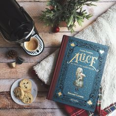 ursula-uriarte:   Merry Christmas Eve to all you... / Tea, Coffee, and Books