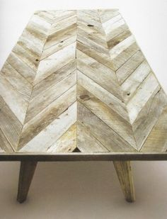 Graphic chevron pattern & wood make a great combo for awesome DIY projects like Chevron wood Table, Chevron wood Art and more! DIY Ideas in this post! Chevron Coffee Tables, Chevron Table, Pallet Furniture, Home Furniture, Furniture Plans, Furniture Design, Building Furniture, Antique Furniture, Office Furniture