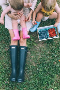 Barefoot Blonde Amber wearing Hunter Field Norris Boots and her children in Kids Hunter Boots.