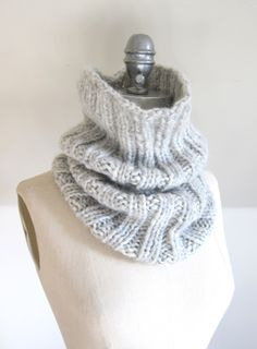 Pinner says > Last weekend, in between knitting hats for Tuques, I decided to cast on a cowl in one of my new favourite yarns. DROPS Cloud is a deliciously light blend of baby alpaca and cozy merino wool. Easy Knitting Patterns, Free Knitting, Knitting Hats, Knit Hats, Simple Knitting Projects, Snood Knitting Pattern, Beginner Knitting, Finger Knitting, Scarf Patterns