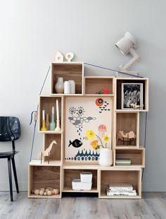 """Vous aussi vous rêvez d'accrocher ces fameuses étagères """"boites"""" popularisées par Muuto et Bloomingville sur vos murs ? Notre sélection petit prix."""