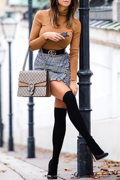 Love the pose! #fallfashion #fallstyle #fashiontrends #fashionblogger @mizzcrissi