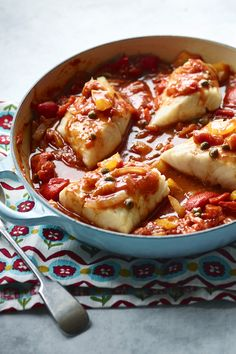 A onepot wonder and a really easy and healthy way to cook fish Sweet peppers and salty capers make this Italian fish casserole a family favourite Cooking For A Group, New Cooking, Cooking Recipes, Cooking Kids, Skillet Cooking, Cooking Food, Italian Fish Recipes, Seafood Recipes, Crepes