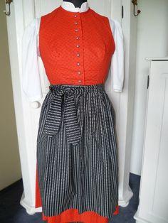 Vintage Dirndl mit Schürze Bluse Gr. 44 eher 40/42 von Glitzi-Vintage auf DaWanda.com
