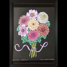 #プレゼント のお花が完成しました  額縁付きでお送りします  。  フォロワーさんのページで良い色だと、つい色番を聞いてしまうカラーマニアです  ポリクロモス 4色 良い色ゲット出来ました♥️  。    各ダリアに色んな色鉛筆、色んな塗り方 投入しました  。  #ダリア #コロリアージュ #おとなのぬりえ #大人の塗り絵 #野の花の塗り絵ブック  #マリアトロッレ   #coloriage #colorful #colorringbook   #wildflowers #mariatrolle   #adultcoloring #adultcoloringbook   #blomstermandala   #wildflowersicekureem