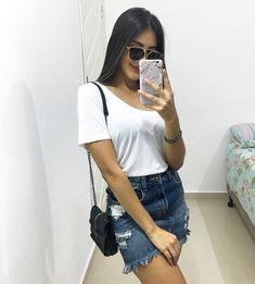 Jeans destroyed: a tendência que eleva o look casual - Guita Moda Mode Outfits, Skirt Outfits, Trendy Outfits, Girl Fashion, Fashion Outfits, Trendy Swimwear, Denim Outfit, Ladies Dress Design, Latest Fashion For Women