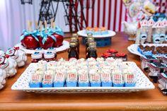 Hoje temos uma linda Festa Parque de Diversões!!Venha se inspirar!!Imagens mamãe Angelita Mendes Espaço e Decorações.Lindas ideias e muita inspiração.Um fim de semana maravilhoso para ...