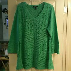 3X Green Long Sweater This is a beautiful name long sweater, has no defects and other than a little peeling underneath the arm it is in great condition, it has stretch to it and when I wear it I get many compliments, I am just selling it because I am going for a new wardrobe. Comes from a smoke and pet free environment. Style & Co Sweaters Crew & Scoop Necks