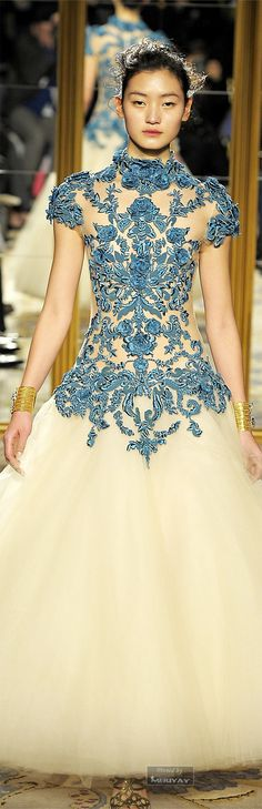 Little Paper Dresses: Marchesa Elegant Blue Lace Gown Beautiful Gowns, Beautiful Outfits, Beautiful Flowers, Fashion Week, Fashion Show, Mens Fashion, Dress Couture, Glamour, Designer Wedding Dresses