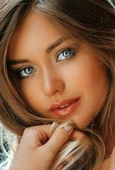 The Blooming Girl hood ! Most Beautiful Faces, Stunning Eyes, Beautiful Girl Image, Pretty Eyes, Beautiful Gorgeous, Gorgeous Women, Beauté Blonde, Belle Silhouette, Brunette Beauty