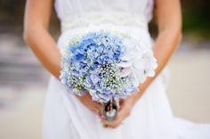 Blue HYDRANGEAS + Baby´s breath - Sunshine Coast Wedding from Andrea Sproxton Photography