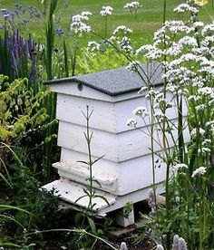 Some day I'd like this kind of bee hive for the cottage