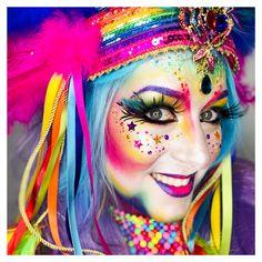 Rainbow is my favorite color! Rainbow Clown Rainbow is my favorite color! Rainbow Photo, Rainbow Flag, Rainbow Art, Rainbow Pride, Rainbow Colors, Costume Halloween, Halloween Face Makeup, Halloween Zombie, Zombie Makeup