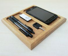 This Wooden Valet Tray is a practical organizer in the office or on the desk, to support pens, pencils, memo clips, cell phone, USB drives, having everythi