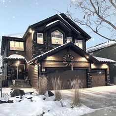 With the holidays creeping upon us, I wanted to share a little Christmas Inspiration with all of you… Here is a Christmas House Tour, I hope you all enjoy! James Hardie, Modern Farmhouse, Farmhouse Style, Farmhouse Decor, Cottage Farmhouse, Farmhouse Plans, Cottage Style, Rustic Decor, Exterior Paint Colors