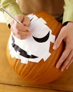 Halloween pumpkin is an integral element of one of the funniest holydays. So if you're looking for simple and exciting halloween crafts for kids, then you know Halloween Templates, Halloween Crafts For Kids, Holidays Halloween, Halloween Pumpkins, Halloween Diy, Halloween Decorations, Martha Stewart Halloween, Pumpkin Carving Party, Pumpkin Carving Patterns