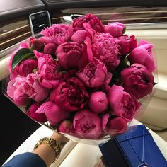 Ideas flowers bouquet box peonies for 2019 My Flower, Fresh Flowers, Beautiful Flowers, Piones Flowers, Flower Car, Flower Bouquet Boxes, Bouquets, No Rain, Flower Aesthetic