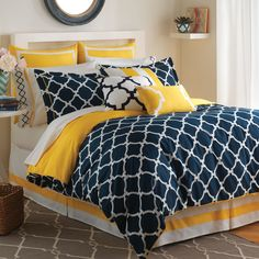 Our Jill Rosenwald Hampton Links Comforter Set is the perfect combination of modern and effortless styling. The 300-thread count 100-percent cotton comforter features the popular Links print in navy and white with solid lemon yellow reverse and piping.