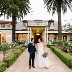 How to plan a budget wedding? Are you looking for a wedding venue which is cheap yet classy, fulfilling all your desires? Then do not go further as Gardens on Forest is here for you with cheap, luxurious and unique wedding venues in Sydney itself.