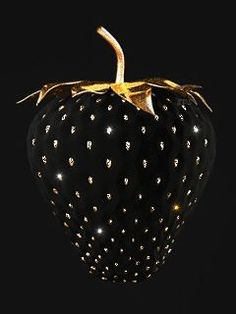 Black and Gold I Strawberry Beautiful Gif, Black Is Beautiful, Black Art, Black Gold, Color Black, Black Glitter, Black Strawberry, Strawberry Delight, Or Noir
