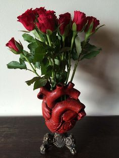 """Anatomical Heart Vase, Are you planning to send flowers on Valentine's day ? Yeahh send her with this vase and says """"Take this heart, but please do not break it ! Home Crafts, Diy And Crafts, Goth Home, Anatomical Heart, Human Heart, Gothic Home Decor, Gothic House, Dream Decor, Heart Art"""