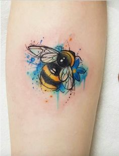 Bumble Bee Tattoo - InkStyleMag - Made by Josie Sexton Tattoo Artists in Middlesbrough, UK Region - Bumble Bee Tattoo, Honey Bee Tattoo, Tattoo Skin, Body Art Tattoos, Small Tattoos, Tatoos, Tattoo Pied, Tatuaje Cover Up, Skull Tatto