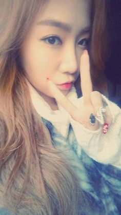 """SISTAR's Soyou, 'Bling Bling' Nails """"Careful On The Slippery Road"""" http://www.kpopstarz.com/articles/152284/20141217/sistar-soyou-bling-bling-nails-careful-on-the-slippery-road.htm"""