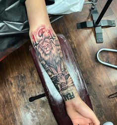 Lion Tattoo Sleeves, Wolf Tattoo Sleeve, Forearm Sleeve Tattoos, Leg Tattoo Men, Tattoo Sleeve Designs, Arm Band Tattoo, Black Men Tattoos, Black People Tattoos, Forarm Tattoos