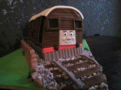 Pitas cake's Thomas The Tank, Gingerbread, Cake, Desserts, Food, Tailgate Desserts, Deserts, Ginger Beard, Kuchen