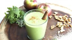 Cinnamon Apple Crumble Smoothie Recipe by Green Blender (with quinoa flakes)