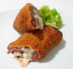4 Trozos de Secreto de cerdo ibérico ◦4 Lonchas de jamón serrano ◦Queso semi curado ◦1 Huevo ◦Pan Rallado ◦Sal ◦Pimienta