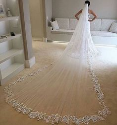 MODO MAGIA [] : Para inspirar as noivas sonhadoras neste fim de domingo!! Magia de véu!!❤️ . #veu #modonoiva #lavemanoiva #casamentodossonhos #noivalinda #bride #noivaprincesa #princesa #noivafeliz #producaodanoiva #casamentoperfeito #muitoamorenvolvido #noiva2017 #weddingtime #weddingdress #vestido #detalhes #fotografiadecasamento #voucasar