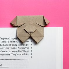 Fold an origami bulldog bookmark. marque-page chien Diy Origami, Origami And Kirigami, Origami Paper Art, Origami Tutorial, Diy Paper, Paper Crafts, Origami Boxes, Dollar Origami, Origami Instructions