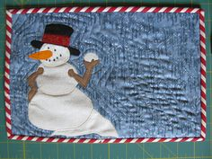 Christmas Mug Rug Hanging Mugs, Christmas Mug Rugs, Rug Ideas, Quilted Table Runners, Small Quilts, Christmas Wishes, Machine Quilting, Snowmen, Aunt