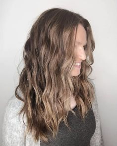 These 15 Examples of Lowlights for Brown Hair Will Totally Inspire You Grey Brown Hair, Cool Brown Hair, Brown Hair With Lowlights, Brown Hair Shades, Brown Hair With Highlights, Light Brown Hair, Light Hair, Mousy Brown, Hair Lights