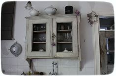 Méas Vintage Antique Kitchen Decor, Antique Interior, Meas Vintage, Nordic Kitchen, Shabby, White Houses, French Style, China Cabinet, Painted Furniture