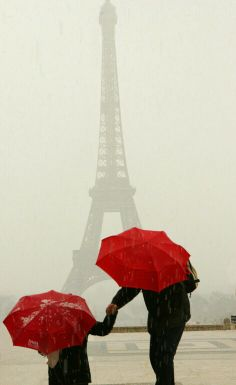 Three of the most romantic things in existences :) #Paris #Rain #Umbrellas