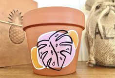 Pottery Painting Designs, Pottery Designs, Crafts To Do, Diy Craft Projects, Flower Pot Design, Painted Plant Pots, Plant Aesthetic, Upcycled Crafts, Meraki