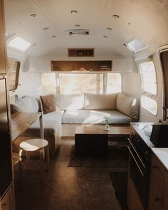 Most current Free Airstream Interior luxury Strategies There are various individuals who get pleasure from traveling nonetheless dislike shelling out its funds hotel room roo Airstream Basecamp, Airstream Bambi, Airstream Living, Airstream Campers, Airstream Remodel, Airstream Renovation, Airstream Interior, Remodeled Campers, Vintage Airstream