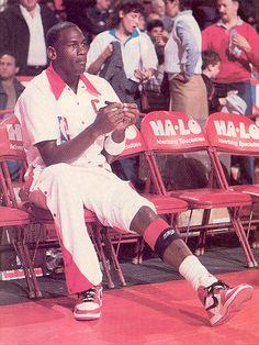 Playoffs: Celtics Bench Rest Left Foot Cast (1985/86 NBA Season)