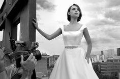 """Aura Garrido con vestido de novias de Sposa (Pronovias Fashion Group). """"Corte limpio y clásico, de tul cristal que le confiere un toque moderno"""""""