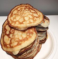 Rykende ferske sveler | Tones kaker Scandinavian Food, Pancakes, Food And Drink, Baking, Breakfast, Morning Coffee, Bakken, Pancake, Backen