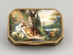 Tabatiere, Ende 19. Jh. Silber, innen vergoldet. En plein-Email. 935. 1,4 x 8 x 5,6 cm. Rechteckig mit abgeschrägten Ecken. Allseitig guillochierter Ornamentdekor. Auf dem Deckel fein gemalte Watteau-Szene.